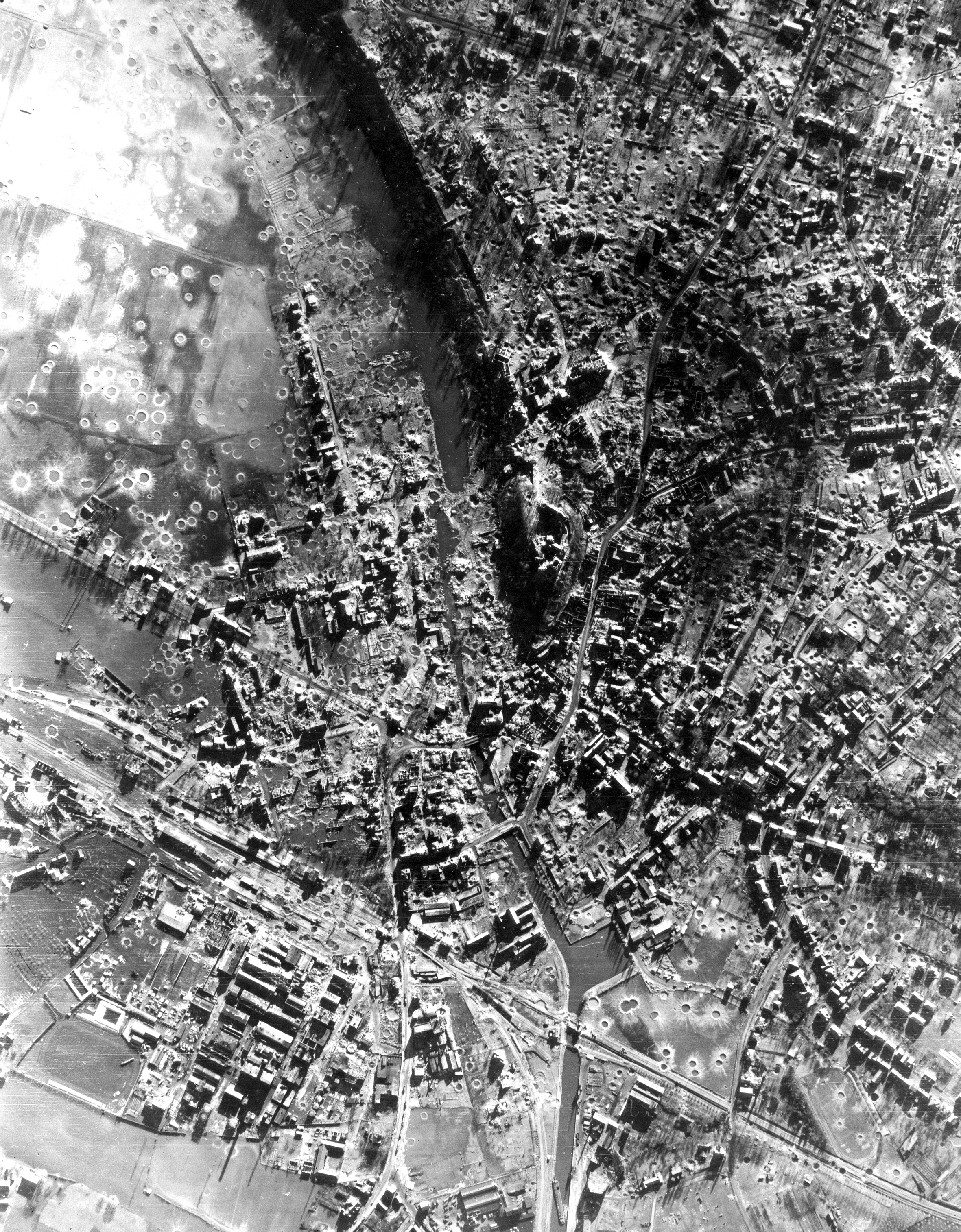 Kleve1945 aerial photograph with prison